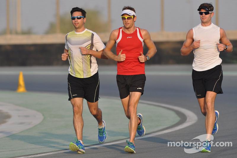 Jenson Button laps Dubai Autodrome