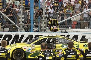 NASCAR Sprint Cup Race report Edwards leads his Gen 6 Fusion to victory in Phoenix