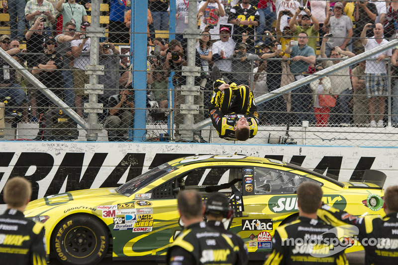Edwards leads his Gen 6 Fusion to victory in Phoenix