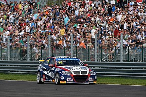 A commanding victory for Tom Coronel in WTCC race Slovakia