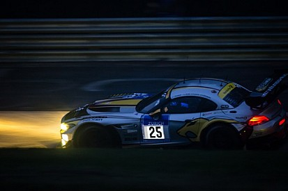 BMW drivers impress in the rain at Nrburgring six hour mark