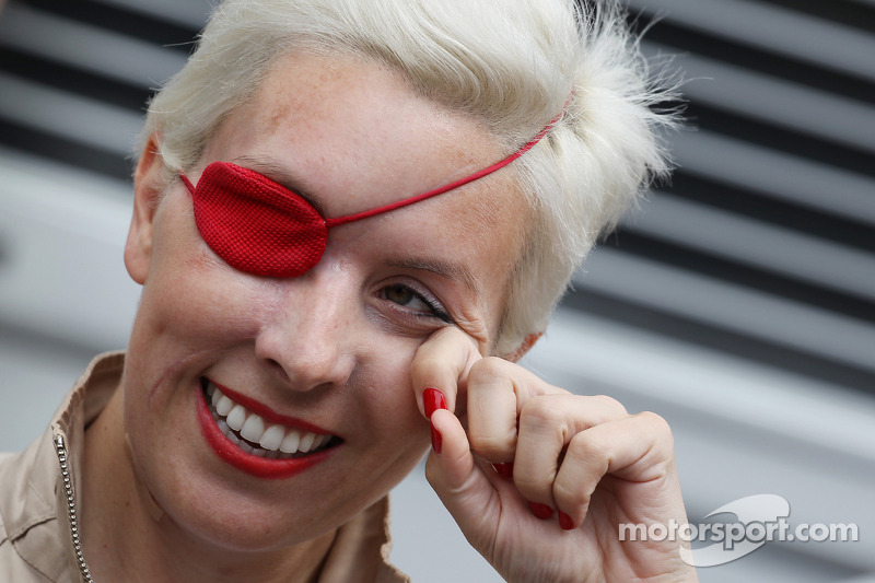 De Villota reveals crack in Duxford crash helmet