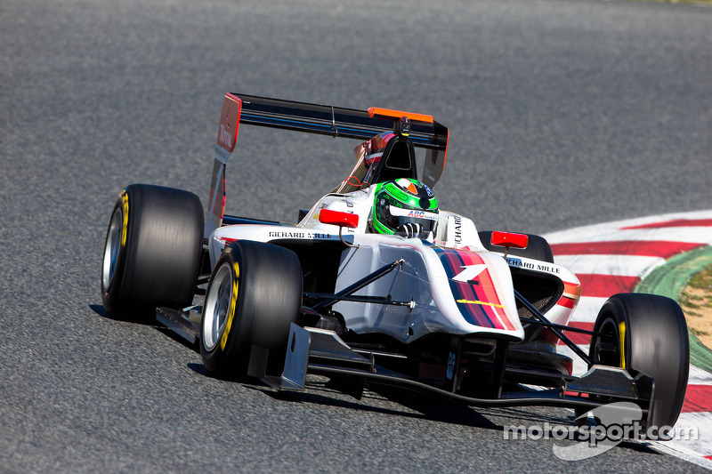 Daly dashes to maiden pole in Valencia