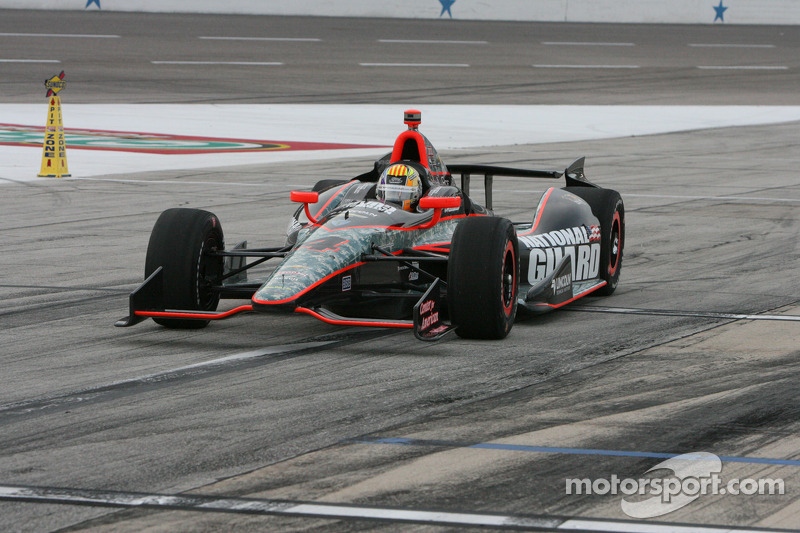 Servia battles for seventh place finish in Iowa