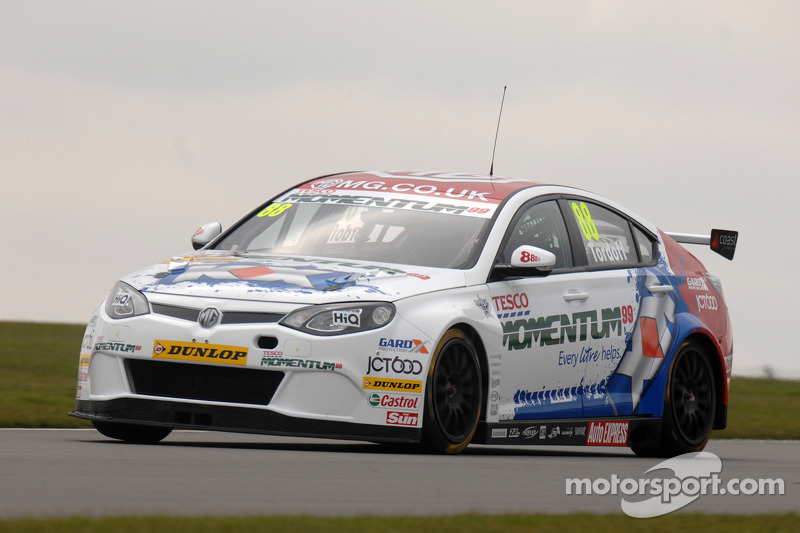 Tordoff storms to first win in race 1 at Snetterton