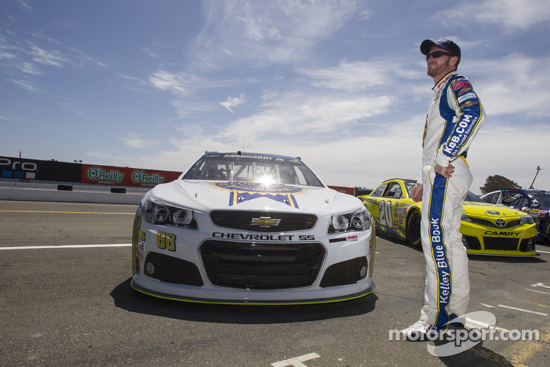 Earnhardt having sweep dreams at Daytona