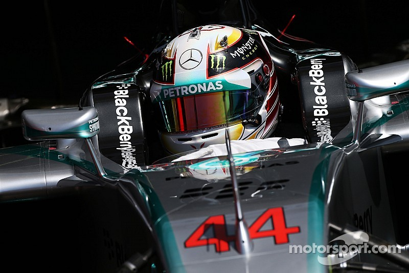 Hamilton powers ahead in FP1 at Monza