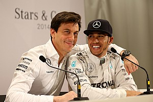 Mercedes to offer Hamilton new three-year deal - report