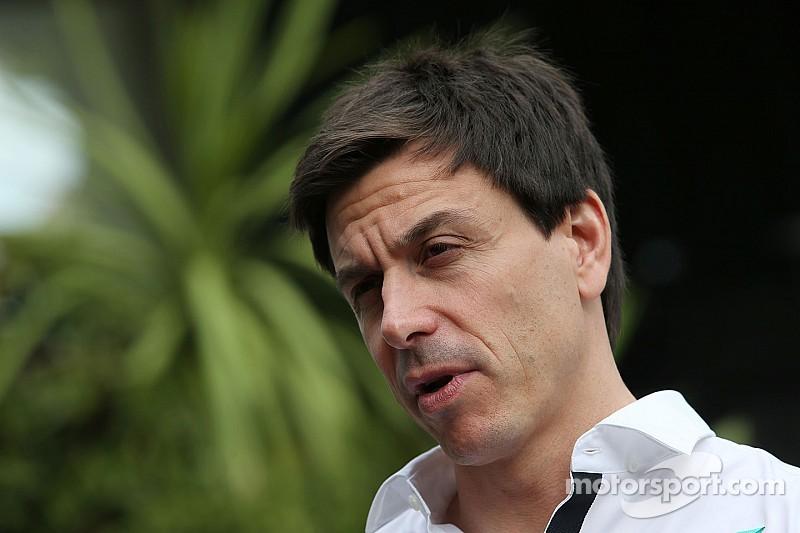 Mercedes cree que Ferrari es un candidato para el título