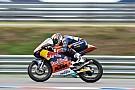 Oliveira larga al frente en Moto3