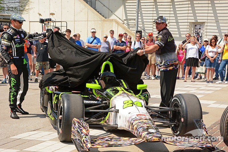 Townsend Bell pays tribute to Jeff Gordon with Indy 500 car