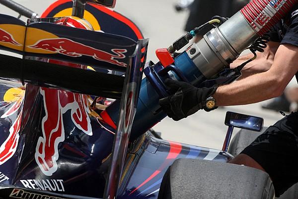 http://cdn-4.motorsport.com/static/img/amp/600000/600000/605000/605800/605804/s1_305257/f1-chinese-gp-2009-mark-webber-red-bull-racing-practice-refueling.jpg