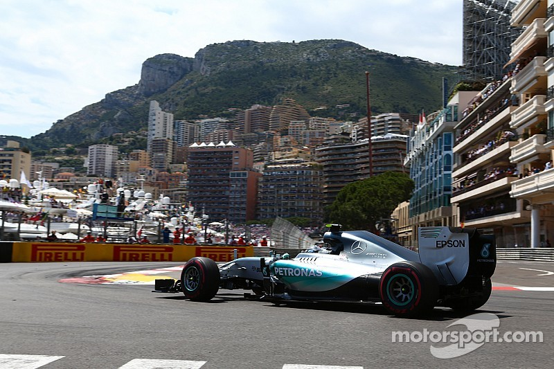 Primeiro a vencer três seguidas em Mônaco desde Senna, Rosberg reconhece sorte