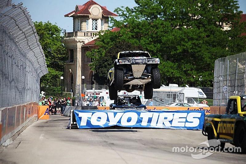 Stadium trucks return to V8 bill