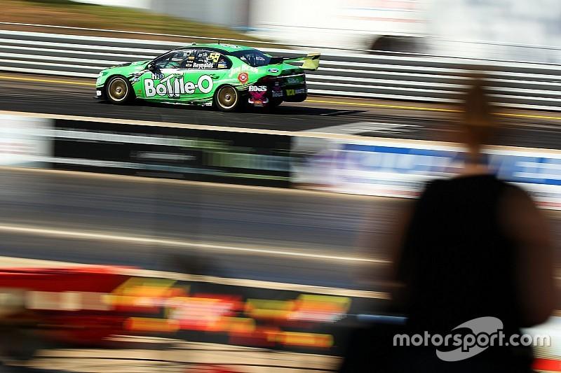 Reynolds even faster in second V8 practice
