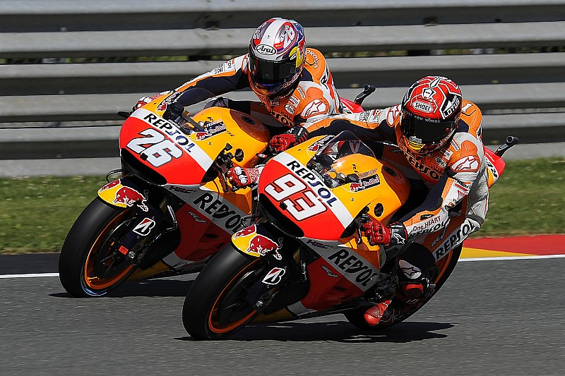 Márquez y Pedrosa prueban la Honda de 2016