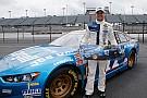 NASCAR entra na máquina do tempo em Darlington