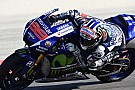 Lorenzo marca el camino en la primera práctica de Aragón