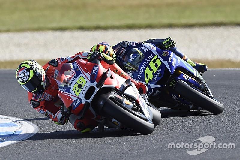 'Idiote' Iannone-haters 'niet mijn echte supporters' - Rossi