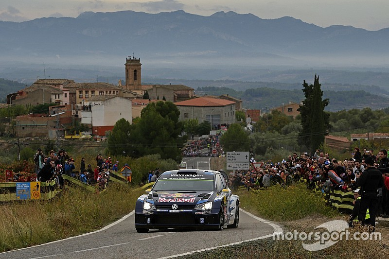 WRC Spanien: Andreas Mikkelsen mit erstem Sieg, Sebastien Ogier mit Crash