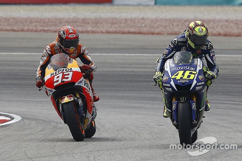 Las redes sociales se burlan del percance Rossi-Márquez