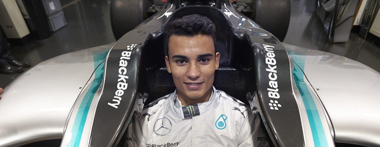 Hivatalos: 19 éves csapattársat kapott Hamilton és Rosberg
