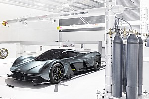 OTOMOBİL Son dakika Aston Martin, Adrian Newey tasarımlı AM-RB 001'i tanıttı