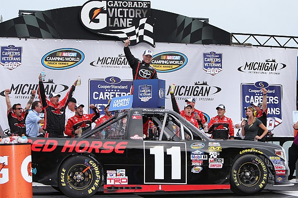 NASCAR Truck Relato da corrida Moffitt vence sua primeira prova com ultrapassagem na última volta