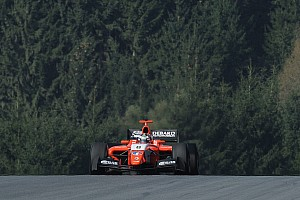 Formula V8 3.5 Reporte de la carrera Panis gana con una buena estrategia