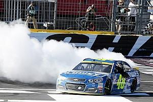 Monster Energy NASCAR Cup Gara Jimmie Johnson conquista Charlotte e avanza nella Chase