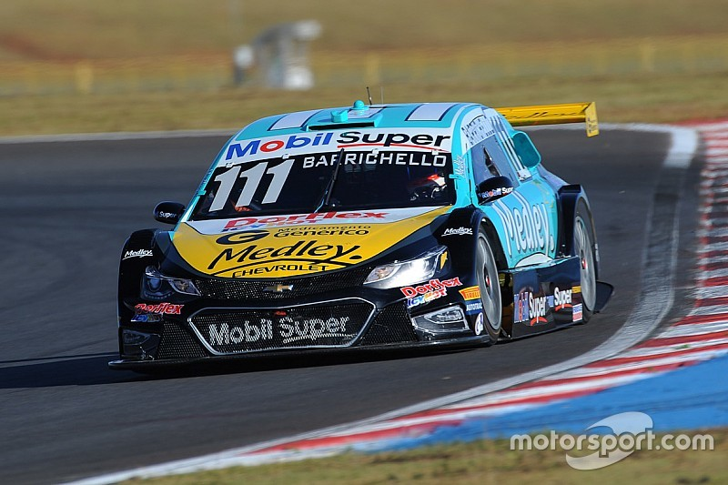 Brazilian V8 Stock Cars: Barrichello on pole position to narrow title chase