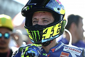 MotoGP 突发新闻 围场脚踢车迷,罗西可能受到指控