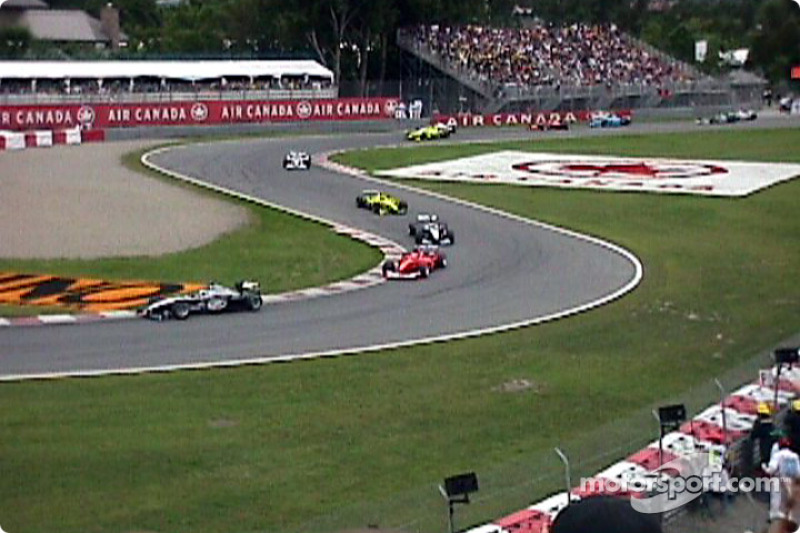Race action, the first lap