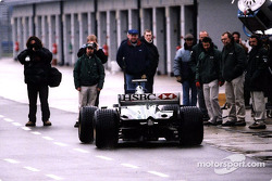 The Jaguar R2 leaving the pitlane