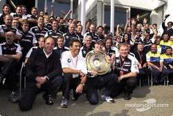 Gerhard Berger, Mario Theissen, Ralf Schumacher, Patrick Head and the BMW-Williams team celebrating a first victory together