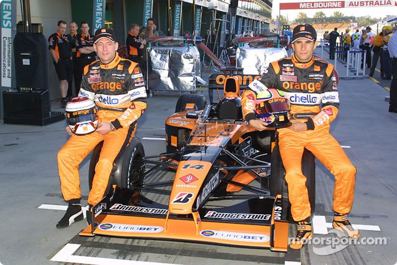 Jos Verstappen and Enrique Bernoldi with the Arrows A22