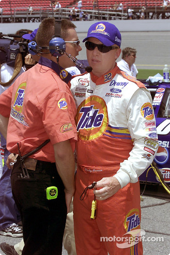 Ricky Craven chats with a crew member