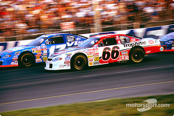 Race action: Geoffrey Bodine and Matt Kenseth