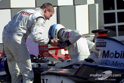 David Coulthard congratulating Mika Hakkinen after the race