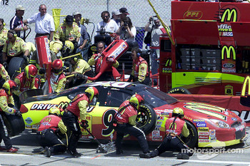 Andy Houston pits on his way to a 21st place finish