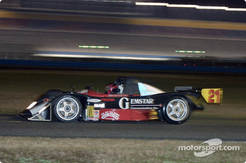 #21 Nissan Lola goes into the International Horseshoe at Daytona