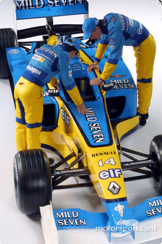 Jarno Trulli and Jenson Button checking the new Renault F1 R202