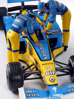 Jarno Trulli and Jenson Button checking the new Renault F1 R202