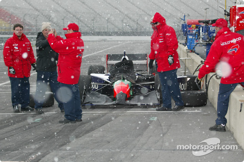 Mo Nunn Racing crew members