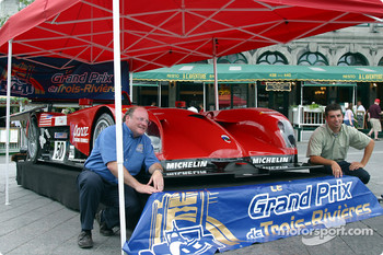 The ALMS and Panoz made a quick stop in Old Montréal before heading to Trois-Rivières: race promoter Léon Méthot and young canadian driver Marc-Antoine Camirand