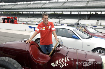 Michael Schumacher with the three Maseratis: 8CTF, Trofeo and Spyder