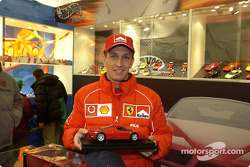 Luciano Burti visits Hot Wheels stand