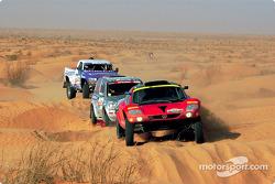 Jutta Kleinschmidt and Fabrizia Pons lead a group of cars