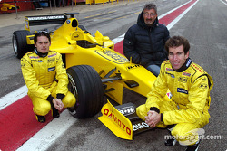 Giancarlo Fisichella, Eddie Jordan and Ralph Firman with the Jordan EJ13