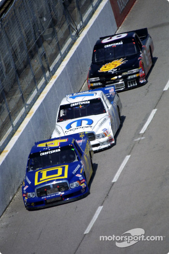 Bobby Hamilton leads Ted Musgrave